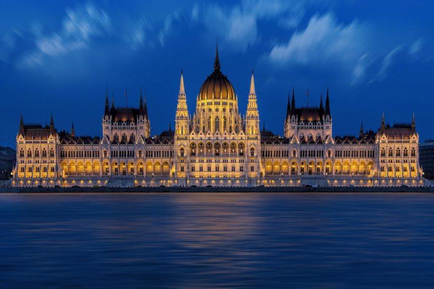 Pohled na budovu parlamentu