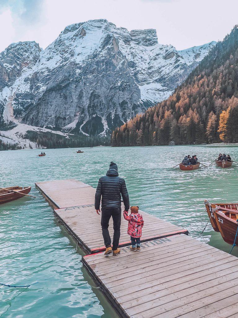Lago di Braies s dětmi