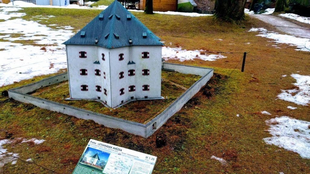 park Boheminium - letohrádek Hvězda
